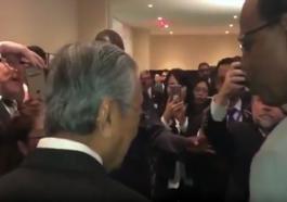 Tun-Dr-Mahathir_dikerumuni_peminat_selepas_ucapan_di_UN_united_nations_majlis_bangsa-bangsa_bersatu_2018